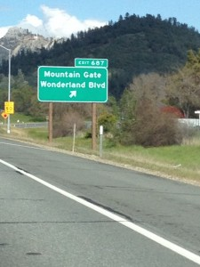 I am at the mountain gate and strolling down Wonderland Blvd! Join me!